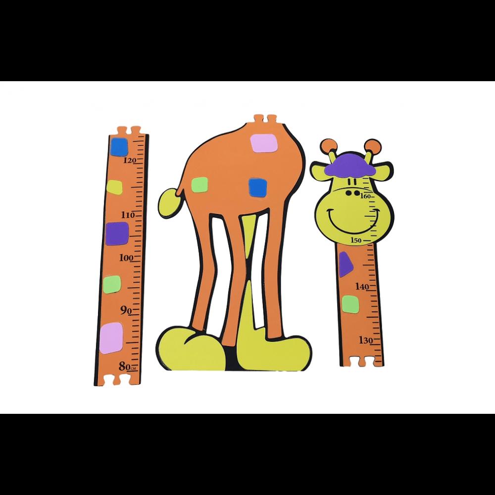 Žirafa na meranie výšky 163cm